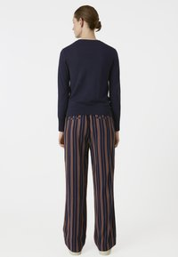 ARMEDANGELS - RELAXED FIT - Trousers - blue/maroon - 2
