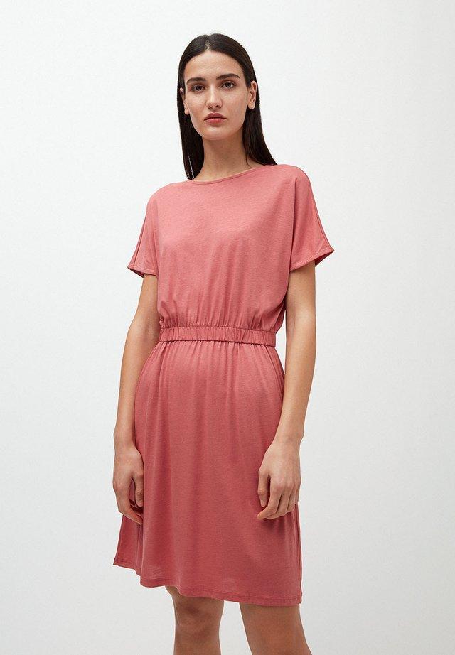 TADINAA - Jersey dress - cinnamon rose