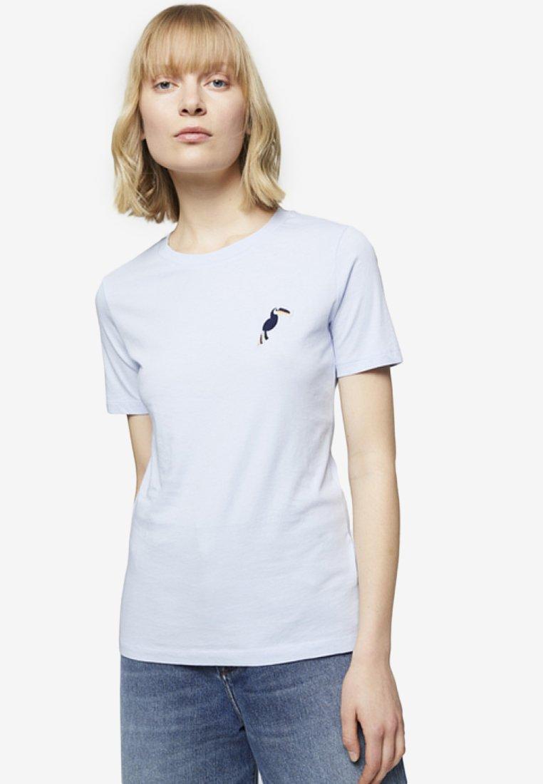 ARMEDANGELS - LIDAA LITTLE TUCAN - T-Shirt print - breeze blue