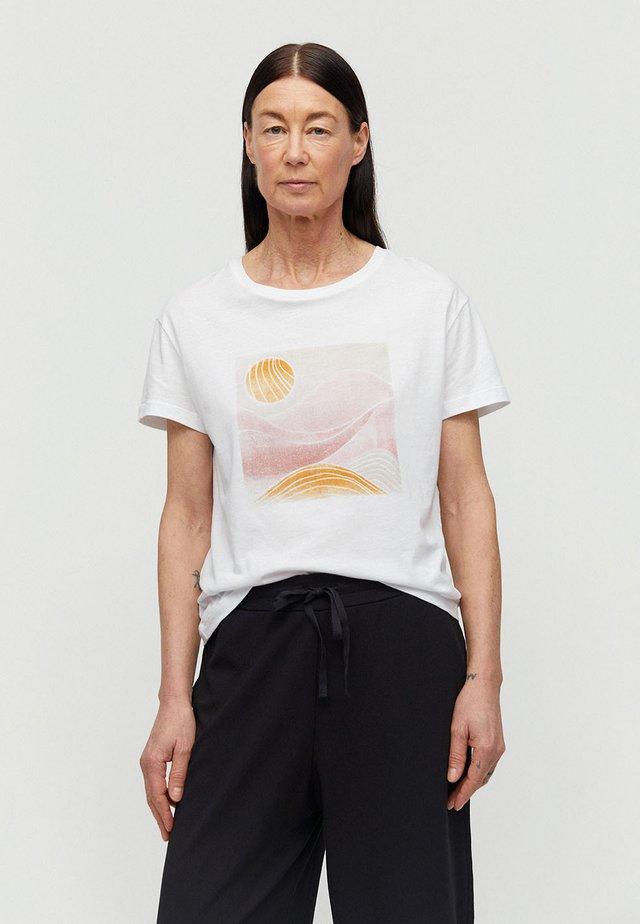 NELAA - Print T-shirt - white