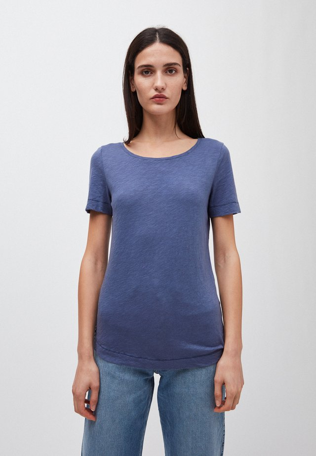 JOHANNAA - Basic T-shirt - blue indigo