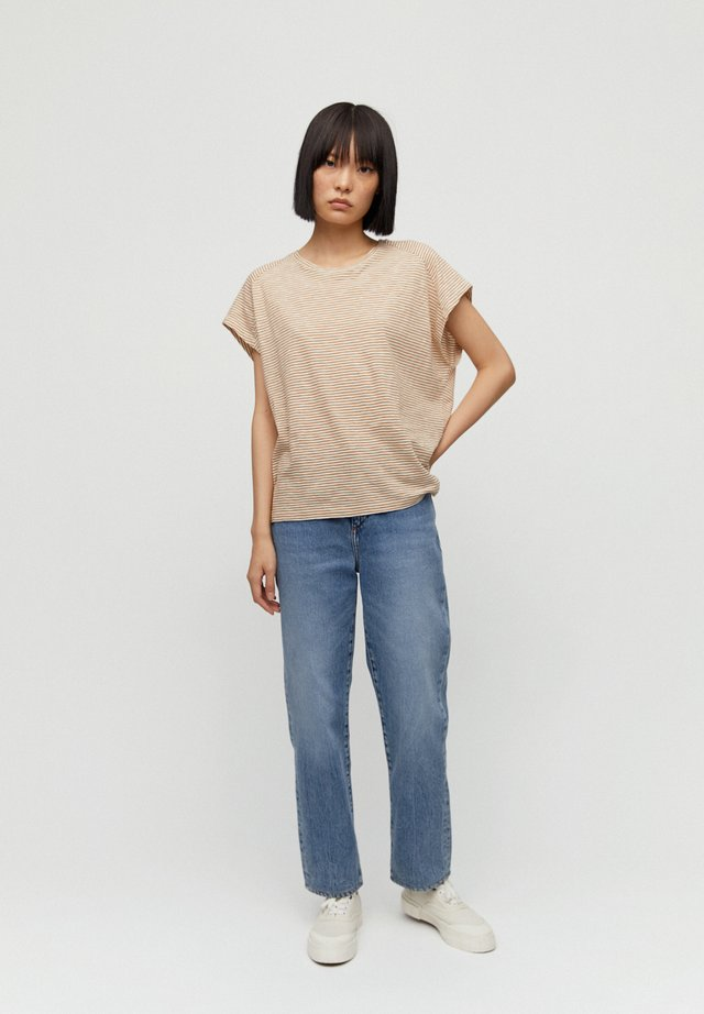 OFELIAA PRETTY - Print T-shirt - dark caramel-off white