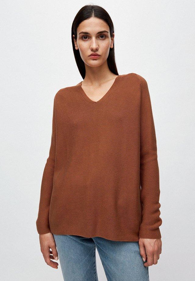 FAARINA - Strickpullover - brown