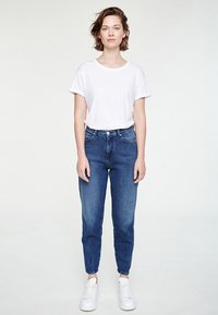 ARMEDANGELS - MAIRA - Jeans Tapered Fit - destroyed denim - 1
