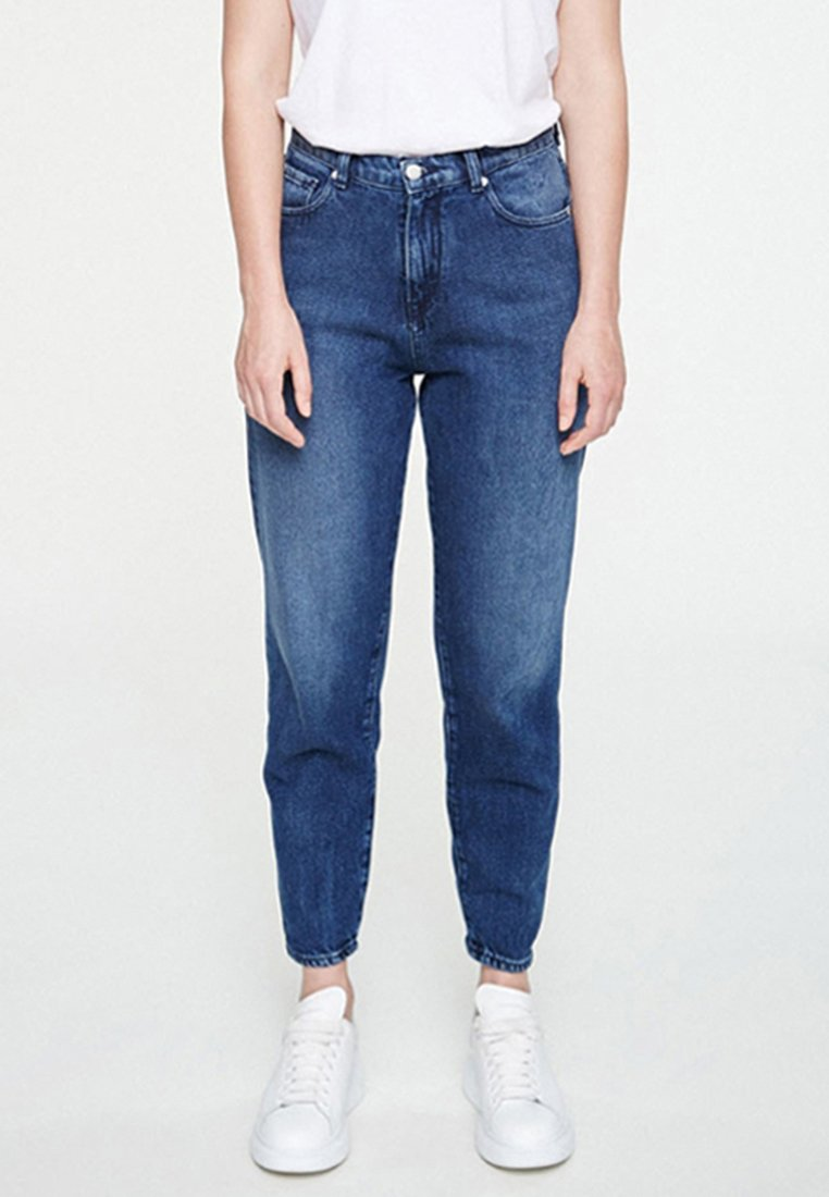 ARMEDANGELS - MAIRA - Jeans Tapered Fit - destroyed denim
