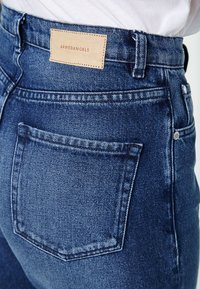 ARMEDANGELS - MAIRA - Jeans Tapered Fit - destroyed denim - 3