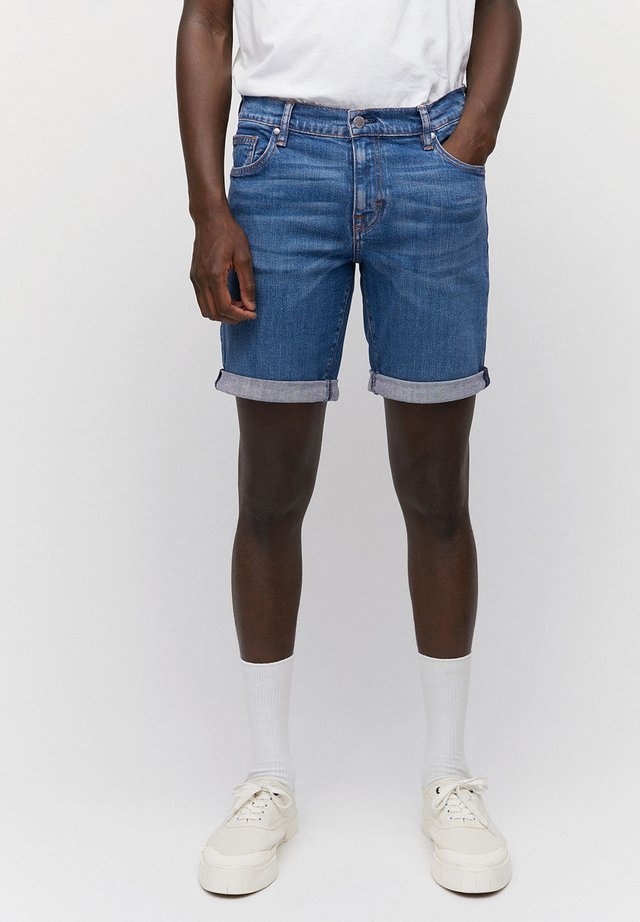 DENIM SHORTS AUS BIO-BAUMWOLLE NAAIL - Denim shorts - washed indigo