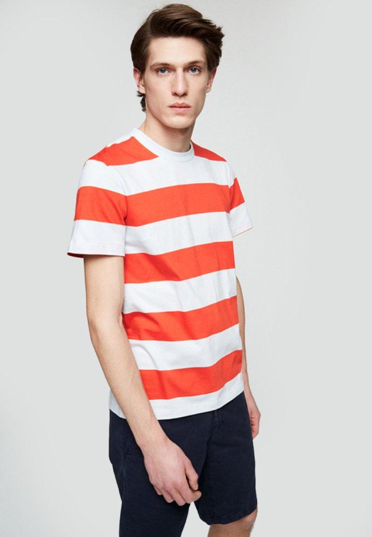 ARMEDANGELS - DAARIAN - T-Shirt print - glow orange