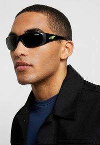 Arnette - Sluneční brýle - black - 1