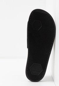 Armani Exchange - LOGO SLIDE - Sandaler - black/white - 4