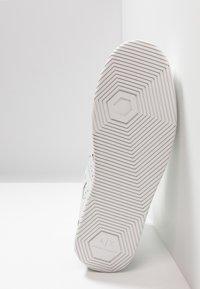 Armani Exchange - BASKET TOP - Korkeavartiset tennarit - white - 4