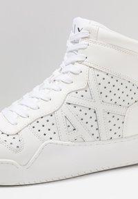 Armani Exchange - BASKET TOP - Korkeavartiset tennarit - white - 6