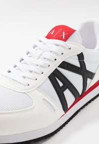 Armani Exchange - RETRO RUNNER - Sneakers laag - white/black/red - 5