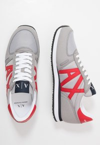 Armani Exchange - RETRO RUNNER - Matalavartiset tennarit - grey/red - 1