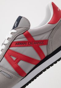 Armani Exchange - RETRO RUNNER - Matalavartiset tennarit - grey/red - 5
