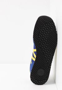 Armani Exchange - RETRO RUNNER - Trainers - blue/yellow - 4