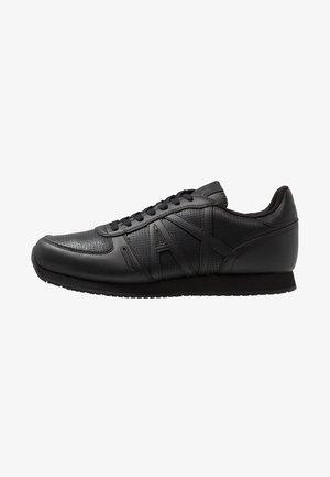 RUNNER - Sneakers - black