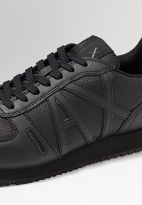 Armani Exchange - RUNNER - Baskets basses - black - 5