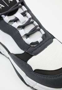 Armani Exchange - CHUNK LACE - Baskets basses - white - 5