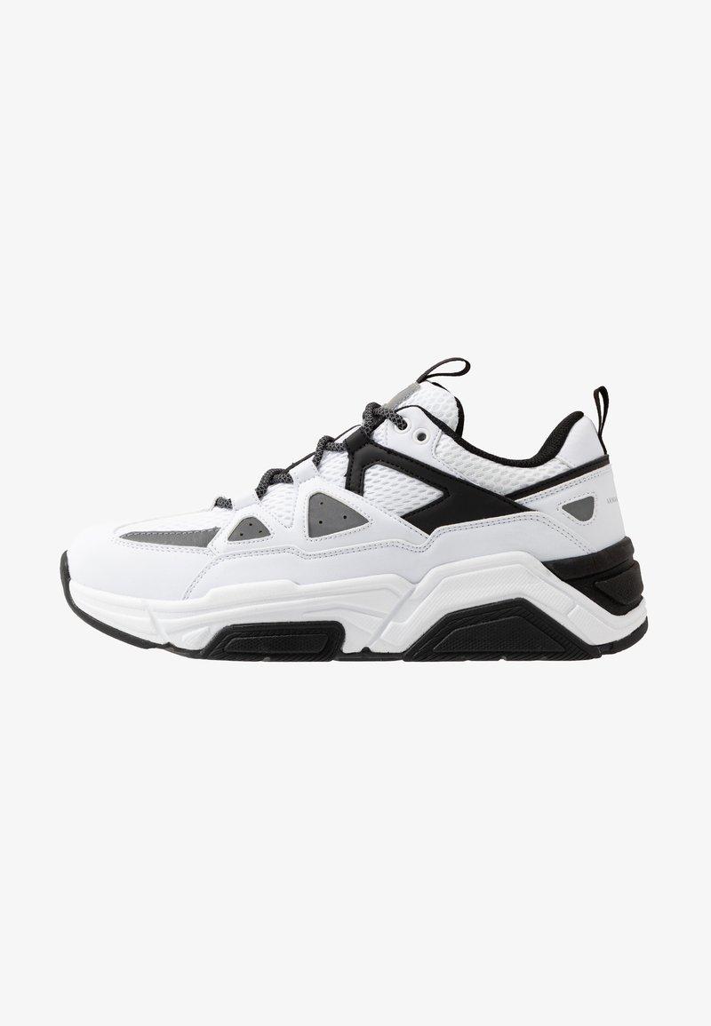 Armani Exchange - CHUNKY SKATE LOOP LACE - Sneaker low - white/black