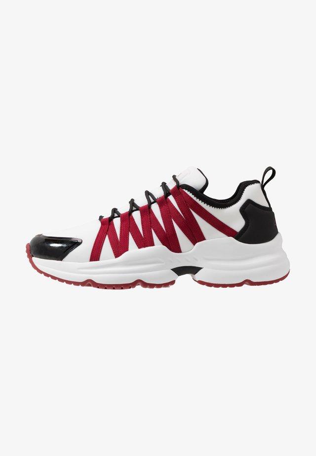 CHUNKY RUNNER - Sneaker low - white/black/red