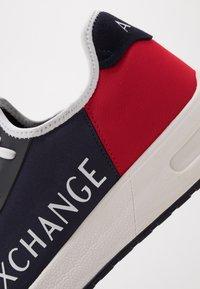 Armani Exchange - Matalavartiset tennarit - navy/red - 5