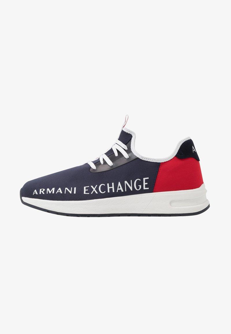 Armani Exchange - Matalavartiset tennarit - navy/red