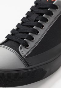 Armani Exchange - Trainers - black/white - 7