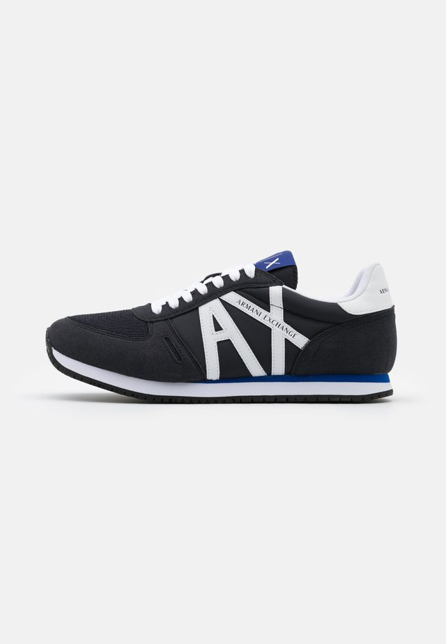 AX RETRO RUNNER - Trainers - navy/white
