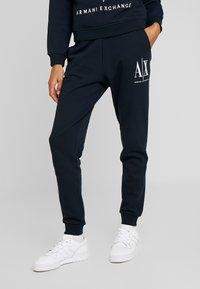 Armani Exchange - TROUSER - Pantaloni sportivi - navy - 0
