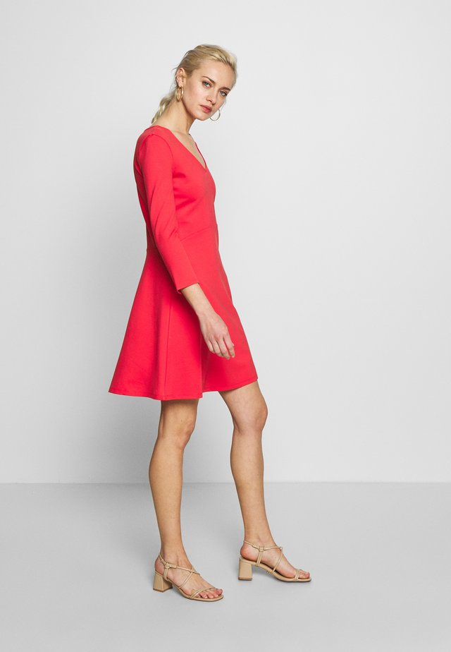 DRESS - Jerseyjurk - coral