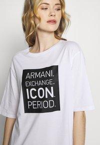 Armani Exchange - DRESS - Žerzejové šaty - white/black - 4