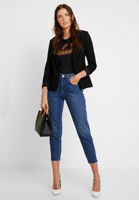 Armani Exchange - T-shirt print - black/gold - 1