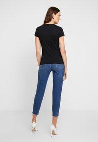 Armani Exchange - T-shirt print - black/gold - 2