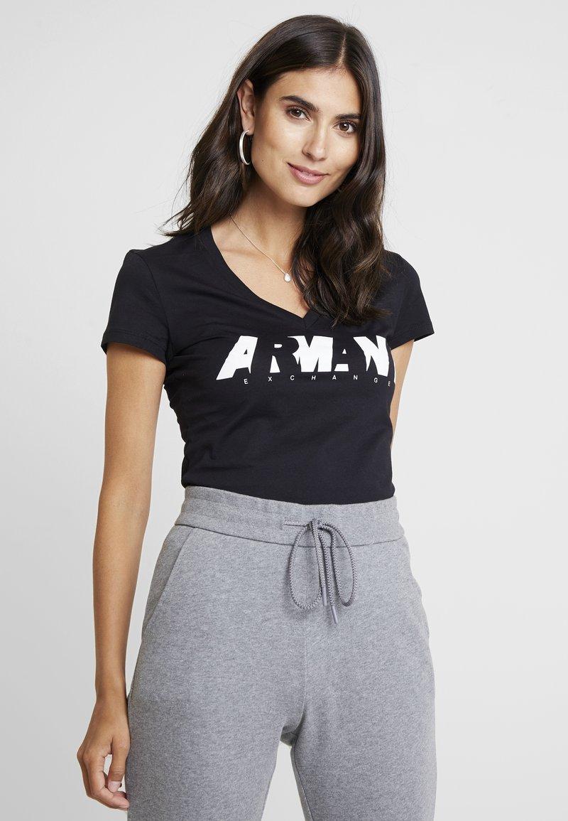 Armani Exchange - V NECK REGULAR FIT - T-Shirt print - black