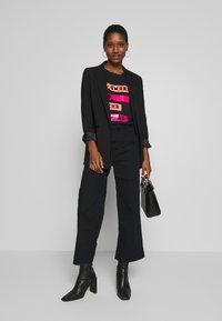 Armani Exchange - Print T-shirt - black - 1