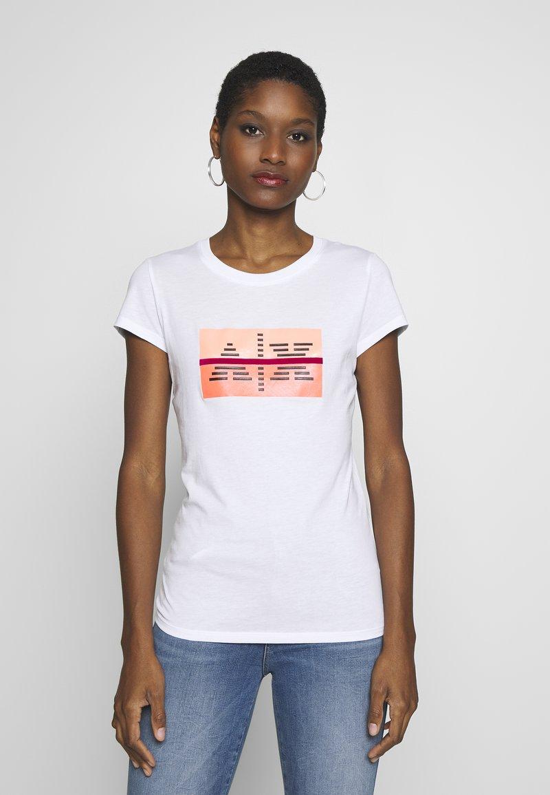 Armani Exchange - T-shirts med print - optic white