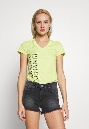GRAPHIC VNECK - T-shirt print - peridot