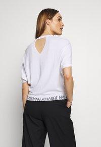 Armani Exchange - T-shirts med print - off white - 2