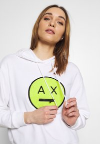 Armani Exchange - Mikina skapucí - off-white - 3