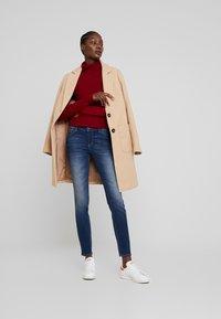 Armani Exchange - POCKETS - Jeans Skinny Fit - indigo denim - 1