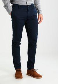 Armani Exchange - Pantalon classique - navy - 0