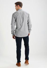 Armani Exchange - Pantalon classique - navy - 2
