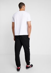Armani Exchange - Pantalon de survêtement - black - 2