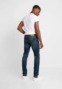 Armani Exchange - Vaqueros slim fit - indigo denim - 2