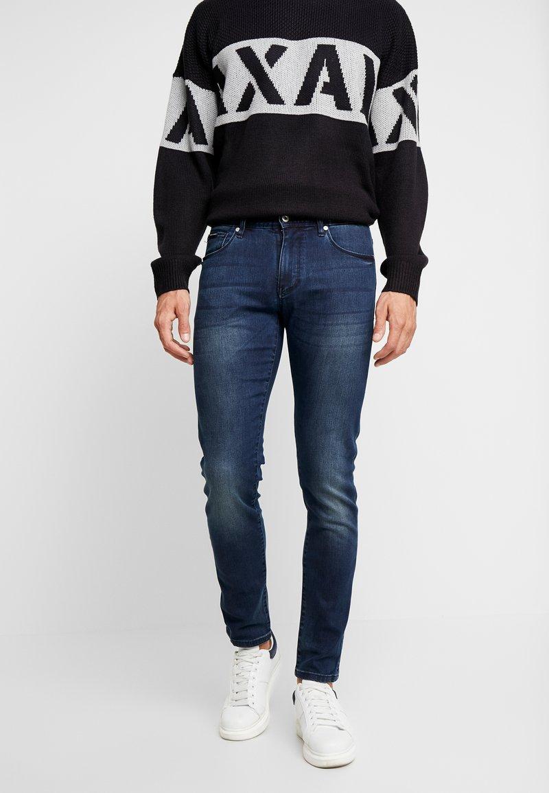 Armani Exchange - Skinny džíny - indigo denim