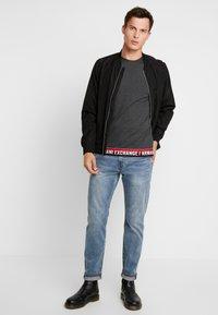 Armani Exchange - T-shirt imprimé - dark grey - 1