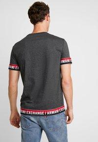 Armani Exchange - T-shirt imprimé - dark grey - 2