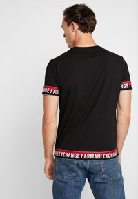 Armani Exchange - T-shirt con stampa - black - 2