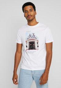 Armani Exchange - T-shirt con stampa - white - 0